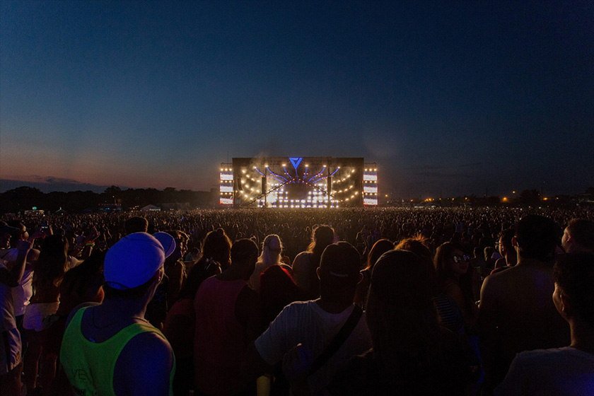 audience-concert-crowd